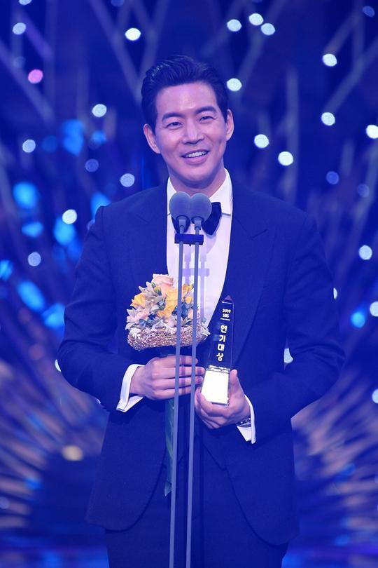 Kết quả SBS Drama Awards 2019: Kim Nam Gil nhận Daesang, Suzy đánh bại Jang Nara để thắng lớn ảnh 14