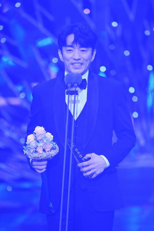 Kết quả SBS Drama Awards 2019: Kim Nam Gil nhận Daesang, Suzy đánh bại Jang Nara để thắng lớn ảnh 12