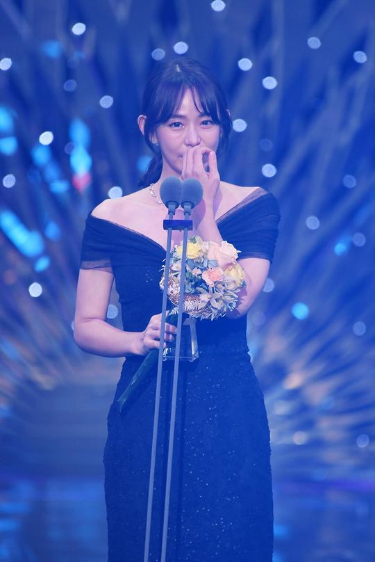 Kết quả SBS Drama Awards 2019: Kim Nam Gil nhận Daesang, Suzy đánh bại Jang Nara để thắng lớn ảnh 18