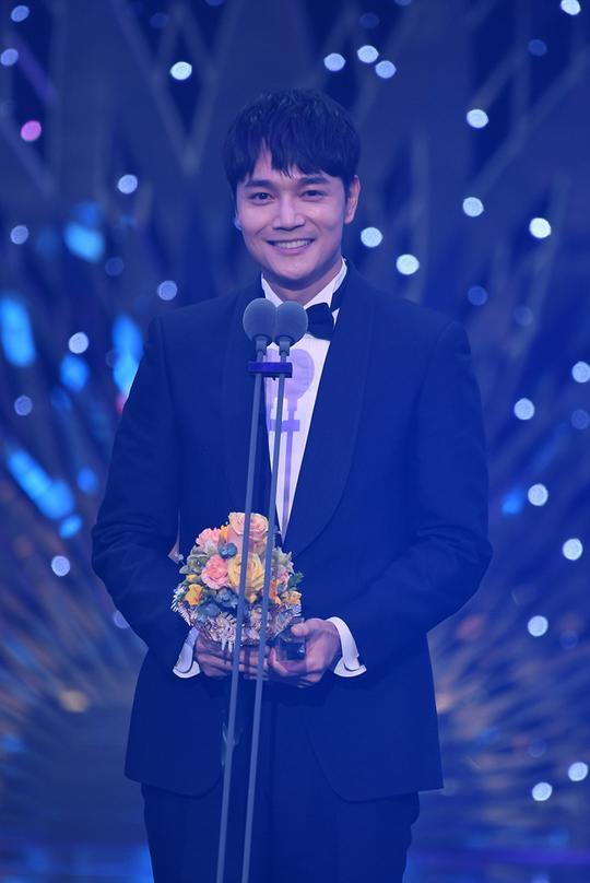 Kết quả SBS Drama Awards 2019: Kim Nam Gil nhận Daesang, Suzy đánh bại Jang Nara để thắng lớn ảnh 19