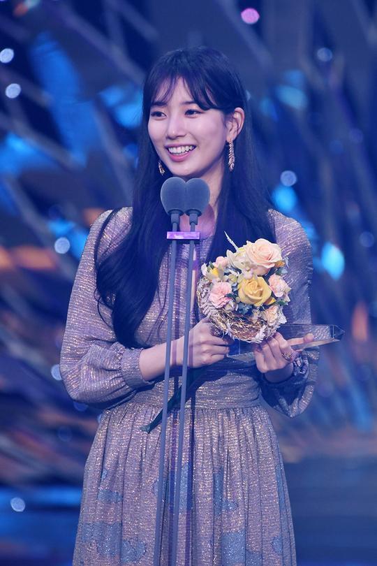 Kết quả SBS Drama Awards 2019: Kim Nam Gil nhận Daesang, Suzy đánh bại Jang Nara để thắng lớn ảnh 20