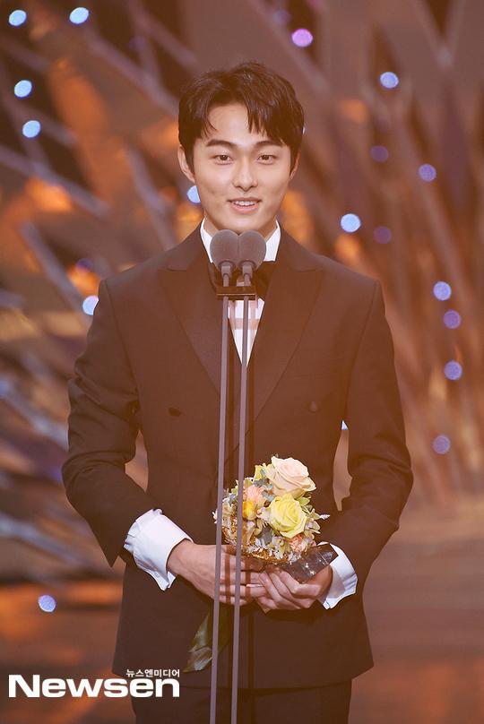 Kết quả SBS Drama Awards 2019: Kim Nam Gil nhận Daesang, Suzy đánh bại Jang Nara để thắng lớn ảnh 6