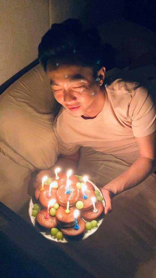 Đàm Thu Trang tổ chức sinh nhật cho Cường Đô La ngay trên giường ngủ lúc nửa đêm