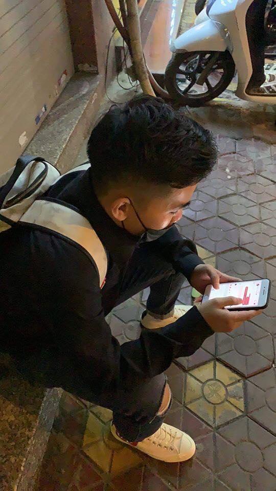 """…nào ngờ bị bạn gái """"phũ"""" bằng cách chặn hết facebook, zalo, số điện thoại… Ảnh: Lê Quân."""