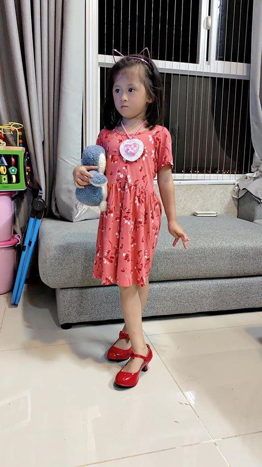 Cựu người mẫu Trang Trần 'nổi đoá' khi con gái bị chê không thừa hưởng nét đẹp của bố mẹ