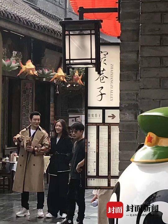 Không sợ Angelababy ghen, Huỳnh Hiểu Minh tay trong tay ngọt ngào với Thái Văn Tịnh trong phim mới ảnh 15