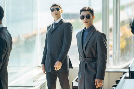 Thần thái siêu ngầu của đội trưởng cận vệ Jo Young ( Woo Do Hwan)