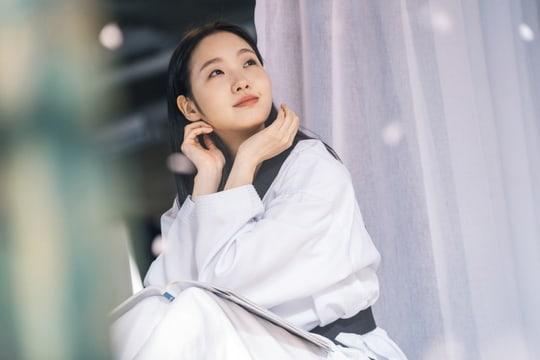 Kim Go Eun ngọt ngào và ngây thơ trong The King: Eternal Monarch ảnh 3
