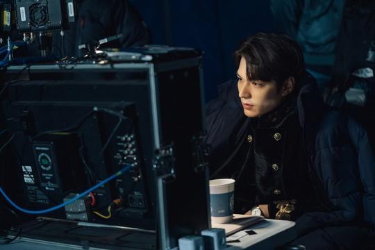 The King: Hậu trường đẹp hút hồn của Lee Min Ho  Kim Go Eun, chuẩn bị cày ngay và luôn! ảnh 3