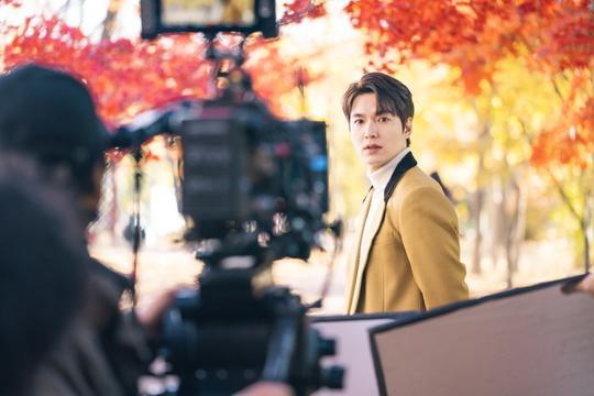 The King: Hậu trường đẹp hút hồn của Lee Min Ho  Kim Go Eun, chuẩn bị cày ngay và luôn! ảnh 2