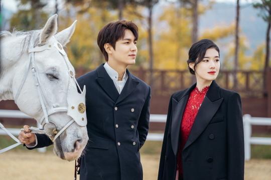 The King: Hậu trường đẹp hút hồn của Lee Min Ho  Kim Go Eun, chuẩn bị cày ngay và luôn! ảnh 9