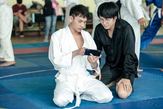 Phim do đạo diễn trẻ Vũ Ngọc Phượng đảm nhận vai trò dẫn dắt.