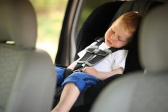 Tiếp xúc với điều kiện nắng nóng trong thời gian dài, trẻ em có thể bị sốc nhiệt và nguy hiểm tới tính mạng.
