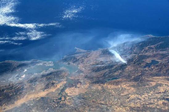 Một vụ cháy rừng ở California khi nhìn từ không gian.