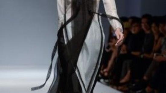 Chất liệu thô đến những thớ lụa sóng sánh đều dệt từ 100% tơ tằm là những gì được Hoàng Tú sử dụng trong BST.