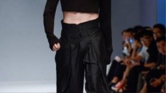 Phong cách unisex cho nam giới giúp Tú có nhiều cảm hứng hơn trong mỗi thiết kế.