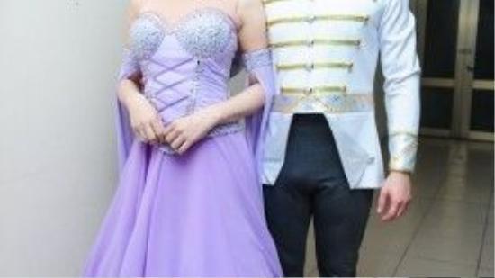 Sau khi make up và xử lý hoàn thiện sự cố trang phục, Lâm Chi Khanh và Vasilev đã dành khá nhiều thời gian luyện tập lại phần trình diễn.