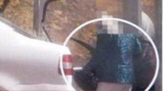 Cảnh chụp tĩnh đoạn phim bà Mộc Anh giao dịch sừng tê giác với tay buôn lậu. Ảnh: Mail & Guardian