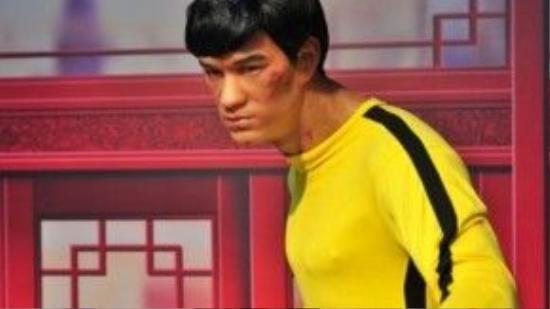 Người hâm mộ Lý Tiểu Long bức xúc vì tượng sáp như trở thành người khác.