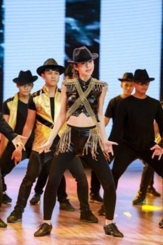 Riêng Jennifer Phạm cô sẽ tập trung toàn bộ vào nhảy múa.
