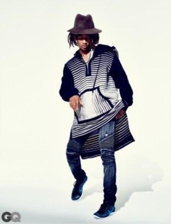Các loại áo form rộng mang một chút style bohemian cũng hay được anh chàng sử dụng.