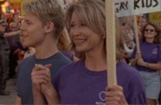 """""""Dù như thế nào con vẫn là con của mẹ"""" - vượt qua định kiến, mẹ của Justin luôn ủng hộ con mình."""