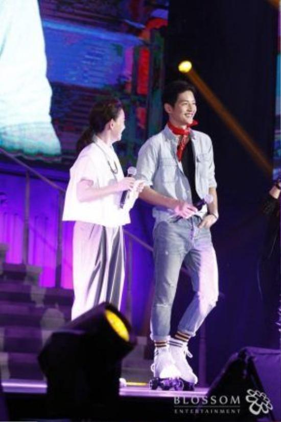 Song Joong Ki trong buổi fan meeting tại Đài Loan.