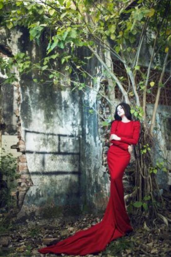 Đây cũng là hình ảnh tương đồng với hình ảnh mà Vy Oanh hướng đến trong album sắp phát hành vào cuối tháng. Album mang tên Hạnh phúc nơi nào được Vy Oanh làm việc với những tên tuổi hàng đầu trong nước và hải ngoại. Màu sắc album là những bài hát lãng mạn, có giai điệu và ca từ đẹp.