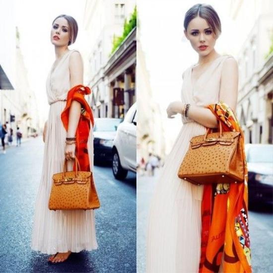 12 kiến thức fashionista nào cũng muốn biết về khăn lụa Hermès ảnh 2