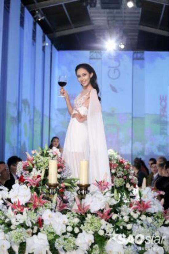 Chiến thắng thử thách cũng khiến cho Thu Hiền thêm phần hưng phấn với phần biểu diễn lần này.