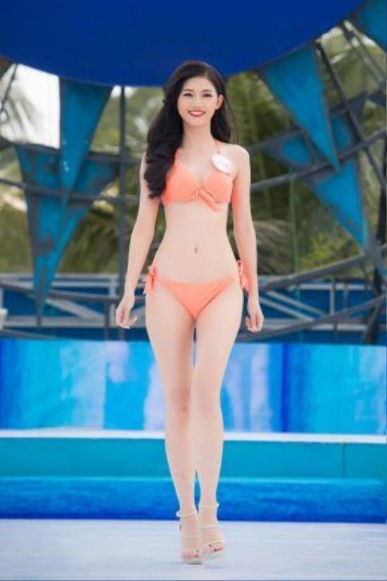 Ngô Thanh Thanh Tú - (SBD 246), sở hữu chiều cao khủng cùng với số đo hình thể chuẩn của một Hoa hậu.