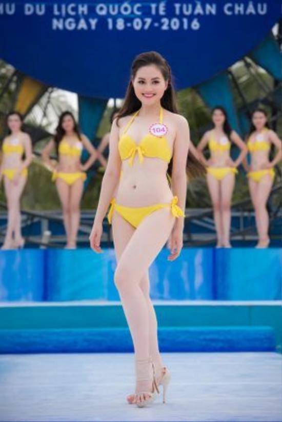 Thí sinh Trần Thị Thu Hiền, SBD 104, cao 168cm, nặng 52kg, số đo 3 vòng: 86-62-96. Cô nàng đã phải nỗ lực rất nhiều để giảm cân vì có thời điểm nặng tới 60kg.
