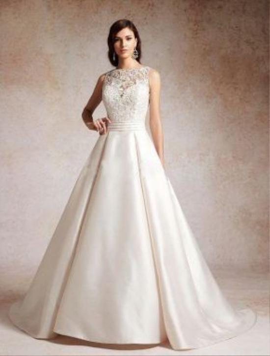 Đây cũng được xem là một trong những mẫu váy cưới huyền thoại rất được lòng các cô nàng gợi cảm.