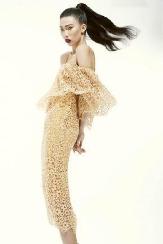 Từ sau khi tham gia một chương trình đào tạo về người mẫu, Kim Phương lọt vào mắtxanh của nhà thiết kế họ Đỗ với chiều cao, gương mặt ấn tượng đậm chất thời trang caocấp.