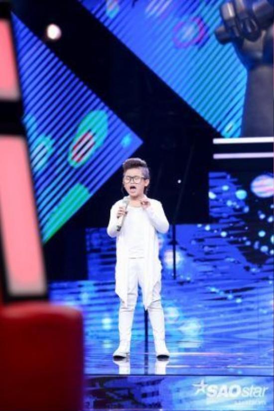 Hot boy nhí Chu Tuấn Ngọc gây sốt khi tham gia chương trình The voice Kids 2014.