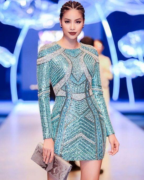 Phạm Hương xinh đẹp, cá tính với tóc tết tại Tuần lễ thời trang quốc tế Việt Nam.