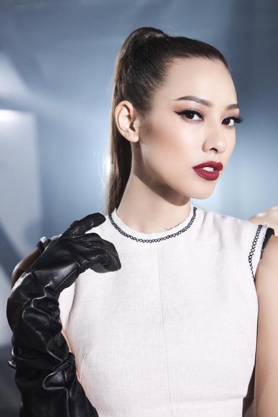 Vẻ đẹp sắc sảo của cô nàng Lilly Nguyễn.