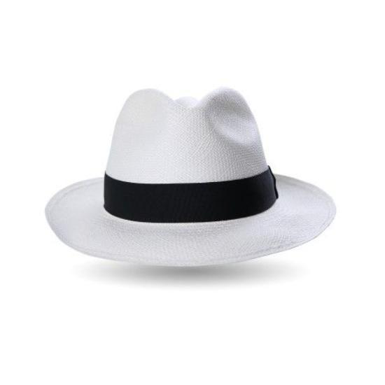 Chiếc nón fedora trắng thanh lịch.