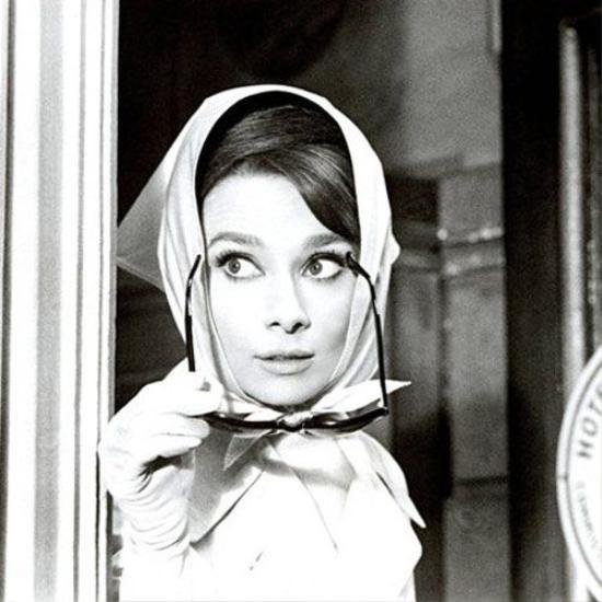 Ngay cả trong những bộ phim, các nàng cũng đều sử dụng chiếc turban nhằm tôn lên vẻ đẹp của chính mình.