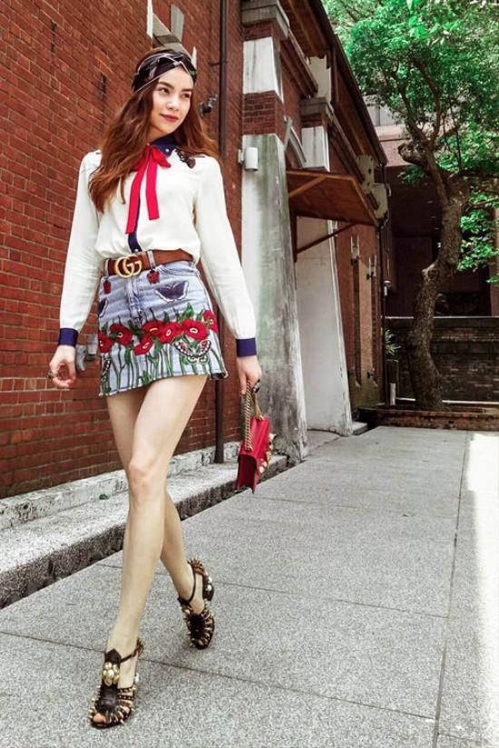 Sự hiện đại của nữ ca sĩ Hồ Ngọc Hà đến từ việc lựa chọn những item thời thượng và tinh tế.