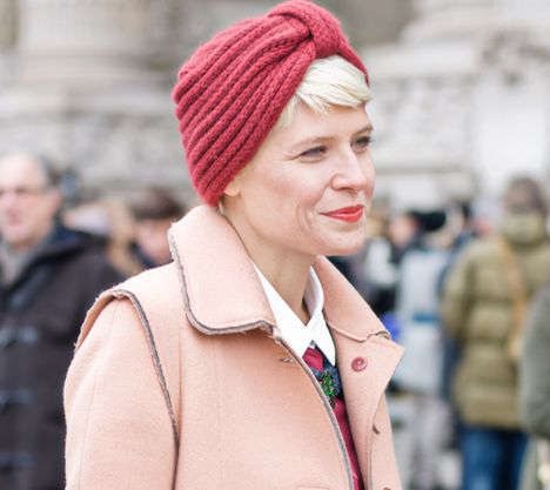 Sự trùng lập màu sắc giữa các sắc màu trên item và trangphục cũng được xem như một điểm nhấn ấn tượng đến từ những fashionista trên thế giới.