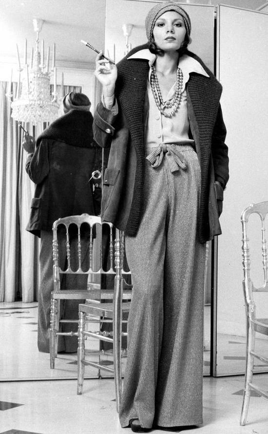 Phụ kiện luôn song hành cùng phái nữ trong các bộ ảnh thời trang.