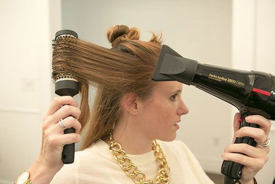 Mái tóc xoăn bồng bềnh thế này là ước mơ của nhiều chị em phụ nữ.