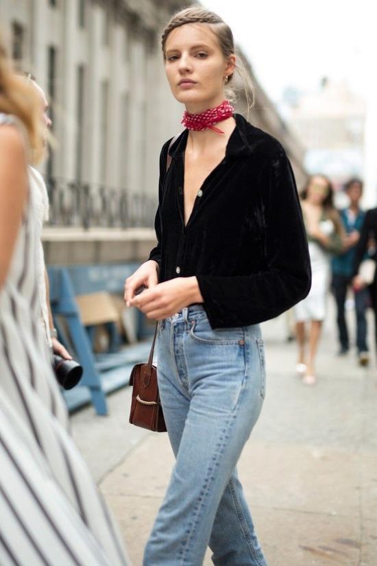 Mẫu khăn sẽ tô điểm cho chiếc cổ xinh xắn của bạn bằng các họa tiết và màu sắc nổi bật.