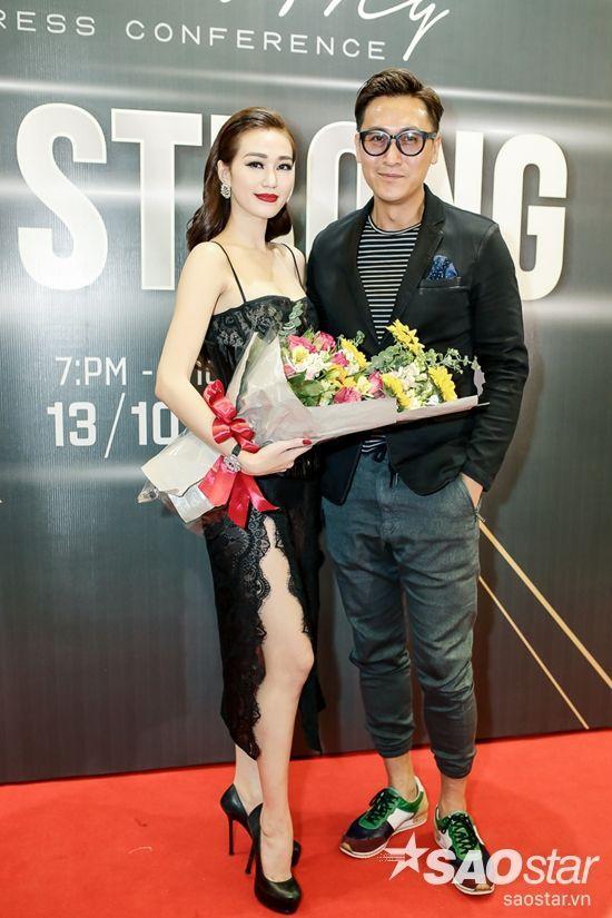 Tài tử TVB Mã Đức Chung đến chúc mừng cô.