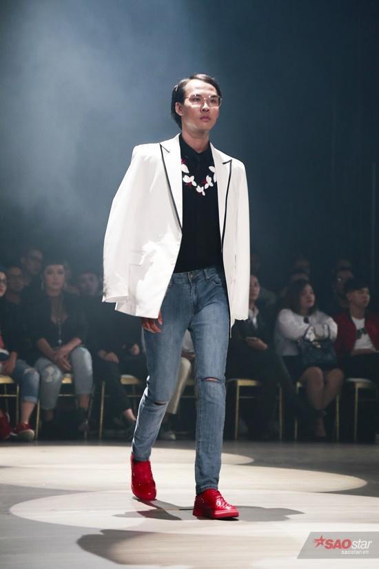Các thiết kế chú trọng phom dáng, những đường cắt mạnh mẽ, dứt khoát nhưng đầy tinh tế tạo nên mẫu trang phục ứng dụng vừa vặn với vóc dáng của người châu Á.