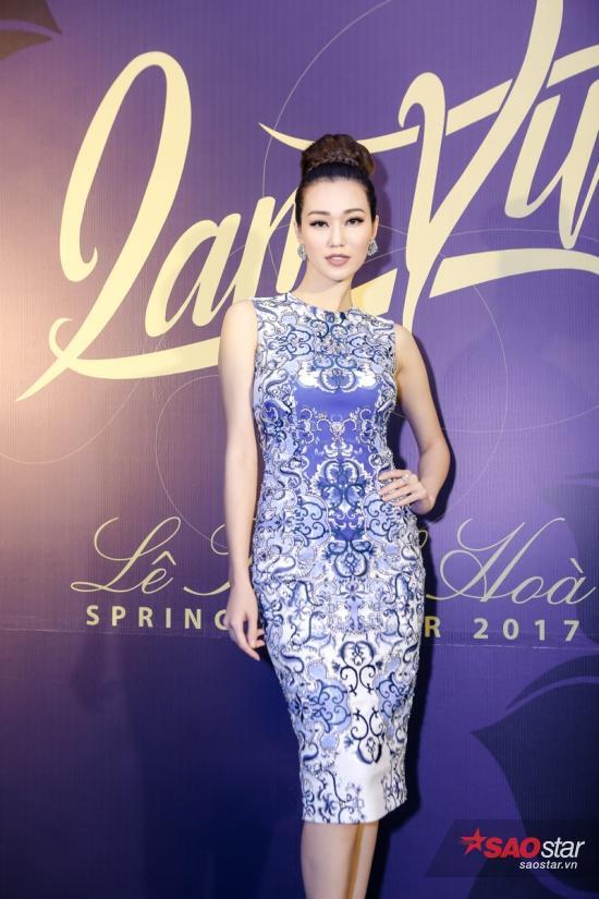 Người đẹp Khánh My diện váy ôm sát thay vì lựa chọn đầm dạ hội lộng lẫy như mọi khi.