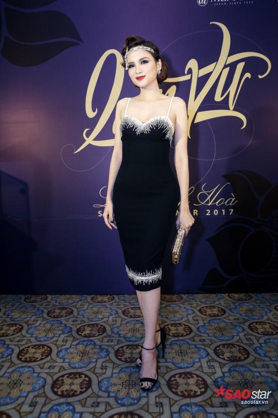 Hoa hậu Diễm Hương chọn thiết kế váy 2 dây mảnh cuốn hút cùng phom dáng body, khoe trọn đường cong.