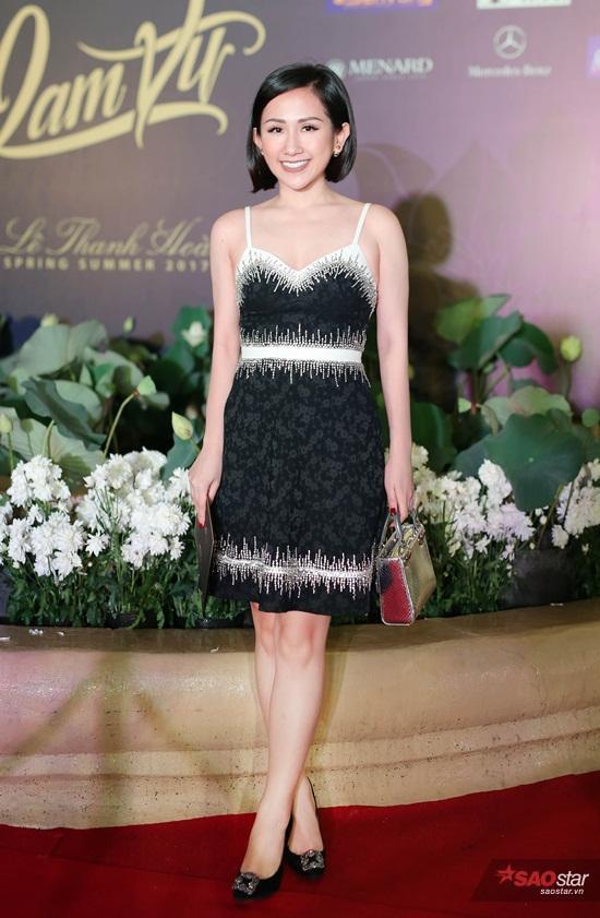 Trâm Nguyễn khoe vẻ đẹp mong manh trong thiết kế đầm 2 dây, chẳng kém cạnh mỹ nhân nào trên thảm đỏ Lam Vũ Fashion Show.