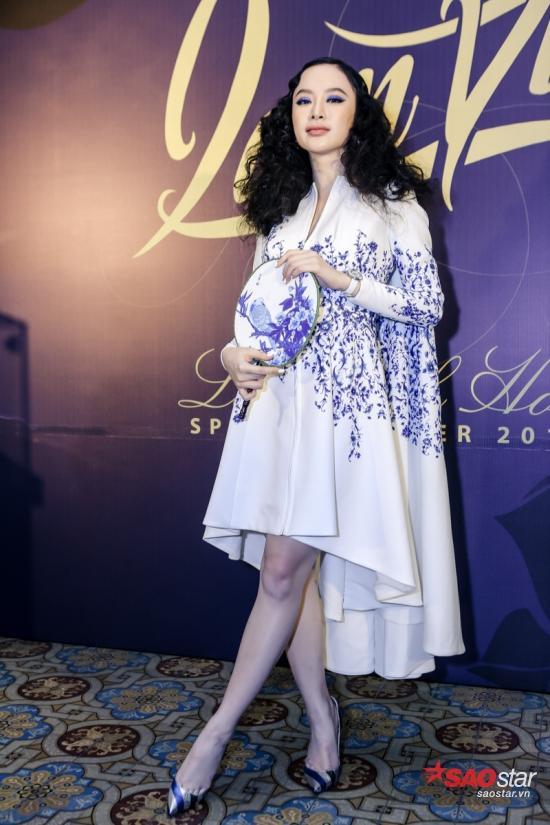 Angela Phương Trinh tiếp tục làm tâm điểm chú ý của đám đông với style trang điểm khá đặc biệt.